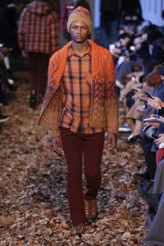 See the complete Missoni Fall 2016 Menswear collection.