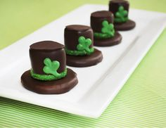 Leprechaun Hat S'Mores.. Cute for St. Patrick's Day!