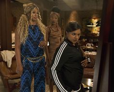 WORK that tracksuit, Mindy! (Sheena is NOT having it.) #themindyproject