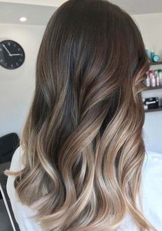45 Flattering Balayage Hair Color Ideas for 2018 Balayage hairstyle's been around for some time. But it has now started to be a trend. Balayage is… - New Site Sombre Hair Color, Sombre Hair Brunette, Balyage Hair, Brunette Color, Long Hair Waves, Medium Hair Styles, Long Hair Styles, Spring Hairstyles, Wedding Hairstyles