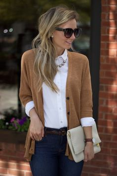 white-oxford-buttonup-fall-preppy-outfit-city-peach Outfits Dressing For Fall Part The White Oxford Shirt Adrette Outfits, Office Outfits Women, Casual School Outfits, Business Casual Outfits, Cute Casual Outfits, Casual Clothes, Junior Outfits, Hipster Outfits, Sweater Outfits