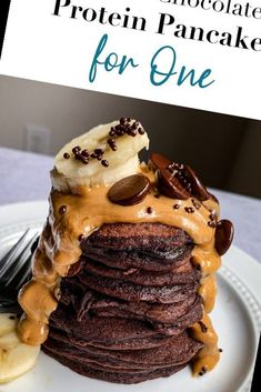 This single-serve pancake recipe is full of protein and wholesome ingredients. Plus they're double chocolate so you really can't go wrong with these Double Chocolate Protein Pancakes for One!#Pancake #Recipe #Chocolate #Pancakes #Protein Pancake Recipe For One 45+ Double Chocolate Protein Pancakes For One   Pancake Recipe For One   2020 Chocolate Protein Pancakes, Pancakes For One, Meals For One, Low Carb, Healthy, Breakfast, Recipes, Food, Essen