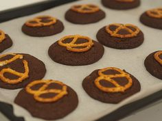 chocolate pretzel cookies – gluten free option