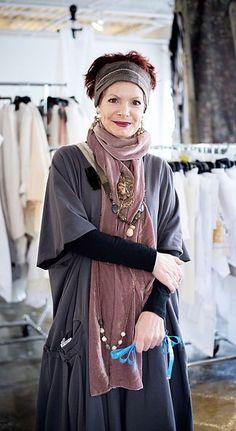 Wide sleeves and narrow sleeves together gudrun, advanced style, women's boho Mature Fashion, Older Women Fashion, Over 50 Womens Fashion, Fashion Over 50, Boho Fashion, Fashion Clothes, Casual Clothes, Punk Fashion, Lolita Fashion
