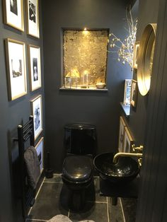 Black and gold downstairs toilet/ bathroom idea Small Toilet Decor, Small Downstairs Toilet, Small Toilet Room, Downstairs Bathroom, Black Walls, White Walls, Modern Bathroom Decor, Bathroom Ideas, Interior Ideas