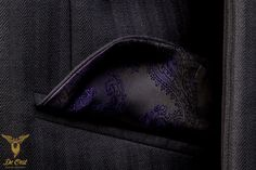 Navy Herringbone suit with notched lapels, slanted pockets, purple lining and three kissing buttons. Made with fabric 601061 from the Holland & Sherry collection HS1260  Navy Herringbone Fancy 1/2 inch.  Navy visgraat pak met weggesneden revers, schuine zakken, paarse voering en drie kissing knopen.  Gemaakt met stof nummer 601061 uit de Holland & Sherry collectie  Navy Herringbone Fancy 1/2 inch.