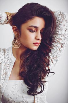 Alia Bhatt New Look HD Wallpapers and images collection of colorfullhdwallpapers. Latest Photos Collection of bollywood actress Alia Bhatt Full HD Wallpapers,pictures, pics and images. Elegant Hairstyles, Indian Hairstyles, Easy Hairstyles, Girl Hairstyles, Classic Hairstyles, Indian Celebrities, Bollywood Celebrities, Bollywood Fashion, Bollywood Hair