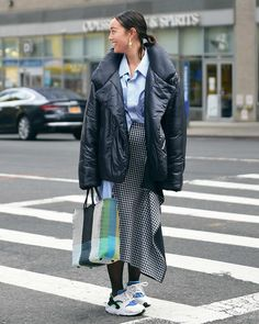 The Best Street Style From New York Fashion Week Fall 2018 Hipster Grunge, Grunge Goth, European Street Style, Street Style Vintage, New York Fashion, Star Fashion, Fashion Outfits, Womens Fashion, Over The Top