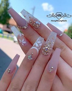 In search for some nail designs and ideas for your nails? Here's our set of must-try coffin acrylic nails for trendy women. Ongles Bling Bling, Bling Nails, Stiletto Nails, Coffin Nails, Glitter Nails, My Nails, Fabulous Nails, Perfect Nails, Gorgeous Nails