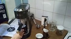 Программирование кофеварки Delonghi 685 Espresso Machine, Coffee Maker, Kitchen Appliances, Youtube, Espresso Coffee Machine, Coffee Maker Machine, Diy Kitchen Appliances, Coffee Percolator, Home Appliances