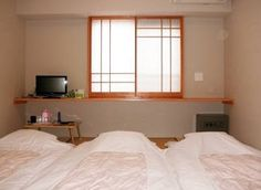 Visiting Japan with kids? Find the best budget, affordable and luxury Tokyo family hotels and inns! Japan With Kids, All About Japan, Visit Japan, Best Budget, Lodges, Family Travel, Tokyo, Luxury, Bed