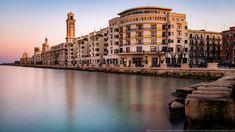 Il luogo più suggestivo di Bari, tra palazzi monumentali ed il mare adriatico Bari, Italy, Fotografia