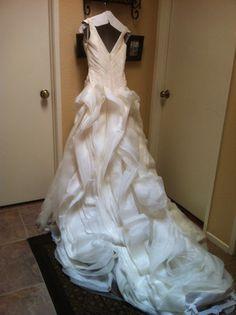 Vera Wang White 'Whimsical' size 6 new wedding dress - Nearly Newlywed