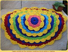 Tapete Listrado em Flor Amarela de Crochet em Trrapilhos ou Fio de Malha, Crochet Rag Rug