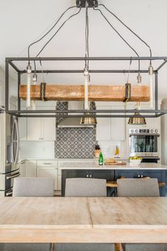 Modern light fixture ideas for your kitchen #kitchenideas #modernlighting #chandelier #lighting #homedecor #designdetails #lightingstyle
