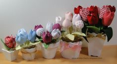 Stoff Tulpe- Tutorial: Fabric tulips and buds (step by step photos included) Felt Flowers, Diy Flowers, Fabric Flowers, Paper Flowers, Craft Stick Crafts, Decor Crafts, Diy And Crafts, Crochet Fabric, Applique Fabric