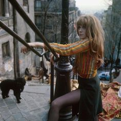 """Françoise Dorléac on the stairs of Montmartre during the filming of the show """"Ni figue ni raisin,"""" 1965 French Girl Style, French Girls, French Chic, Ikon, 70s Inspired Fashion, 70s Fashion, Vintage Fashion, Fashion Outfits, Fashion Shoot"""