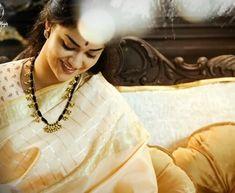 Mahanati the legendery movie Gold Mangalsutra Designs, Gold Earrings Designs, Gold Jewellery Design, Necklace Designs, Saree Jewellery, Thread Jewellery, Gold Jewelry Simple, Jewelry Model, Cute Beauty