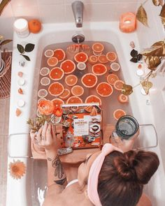 Take a dip into relaxation with some gorgeous bath inspiration for your pamper days! Uo Home, Home Spa, Spiritual Bath, Pamper Days, Romantic Bathrooms, Bath Art, Dream Bath, Relaxing Bath, Milk Bath