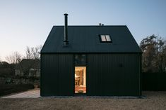 Eastabrook Architects adds corrugated metal extension to Cotswolds cottage - Architecture Cotswold Cottage Interior, Corrigated Metal, Steel Cladding, Wood Cladding Exterior, Exterior Paint, Cottage Extension, Structural Insulated Panels, Corrugated Roofing, House Extensions