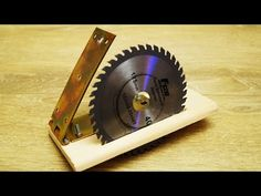 Awesome idea with Angle Grinder! Cierra Circular, Circular Saw, Homemade Tools, Diy Tools, Woodworking Projects Diy, Woodworking Tools, Homemade Chainsaw Mill, Corner Wardrobe, Electronic Circuit Projects