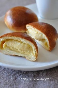 Thin crust cream custarb buns 「たっぷりカスタードの薄皮クリームパン」nonnon | お菓子・パンのレシピや作り方【corecle*コレクル】