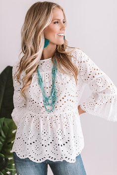 womens tops and blouses Blouse Styles, Blouse Designs, Stylish Dresses, Fashion Dresses, Casual Outfits, Cute Outfits, Look Street Style, Mode Boho, Eyelet Top