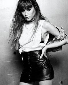 "383.7 mil Me gusta, 7,500 comentarios - AITANA (@aitana_ot2017) en Instagram: ""Hoy @yodona con @elmundo_es 🖤☕️ Gracias a todos, me lo pase muy muy bien! 📸 @henrywoodph eres un…"" Blazer Outfits For Women, Thalia, Leather Skirt, Hair Cuts, Black And White, Clothes For Women, Womens Fashion, Pretty, Instagram"