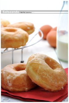 Salseando in the kitchen: Classic Donuts. Morsels of sugary heaven. Donut Recipes, Snack Recipes, Dessert Recipes, Cooking Recipes, Delicious Donuts, Yummy Food, Hispanic Desserts, Pizza Cupcakes, Sweet Cooking