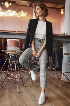 Street Style Inspiration Erspähen Sie Ihren Street Style Look Business Casual Outfits, Professional Outfits, Classy Outfits, Trendy Outfits, Summer Outfits, Street Style Inspiration, Inspiration Mode, Look Street Style, Street Style Women