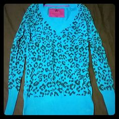 Nollie sweater Nollie cheetah print sweater. It is more like teal than blue. It is super soft, stretchy. 90% Cotton, 10% Cashmere. Gently worn, but in really good condition. No holes, stains, etc. Nollie Sweaters V-Necks