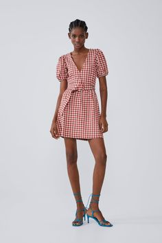 This season's key dresses at ZARA online. Enter now and discover all the dresses of the new collection at ZARA. Poplin Dress, Belted Shirt Dress, Jumpsuit Dress, V Neck Dress, Dress With Bow, New Dress, Zara Australia, Rustic Dresses, Long Slip Dress