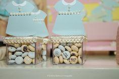 Deborah Secco se inspira em bonecas de papel para chá da filha