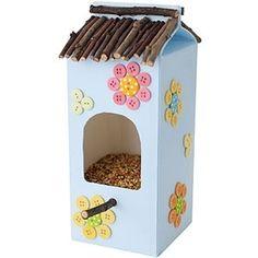Milk carton bird feeder--great kid project by hannahmnt-vogelvoer huisje van melkpak met takjes en knopen