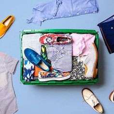 Spring is here and it's time to whip out the spring/summer clothes and @makespace has the best system for getting your closet organized each season! I did a post over on my blog abbigaylewarner.com early last month . Check it out if u get a chance
