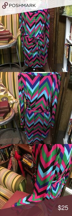 Forever 21 multi-colored chevron pattern dress Beautiful chevron patterned, multi colored dress. Form fitting, very comfortable Forever 21 Dresses Midi