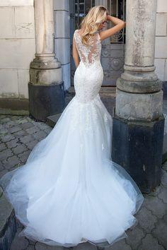 9b9f254dbf8b マーメイドラインの美しいウェディングドレスの名前はアイビー。ぎっしりと縫い付けられ