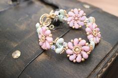 チェコビーズ 糸編みブレスレット [003] Diy Jewelry, Beaded Jewelry, Jewelry Making, Jewelry Patterns, Beading Patterns, Beaded Earrings, Beaded Bracelets, Beading Tutorials, Beading Projects