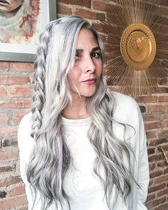 Gorgeous Gray Hair Styles to Try While Transitioning to Gray Hair Grey Hair Dye, Grey Curly Hair, Long Gray Hair, Dyed Hair, Curly Hair Styles, Emo Hair, Pastel Blue Hair, Lilac Hair, Green Hair