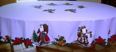mantel navideño con aplicaciones Doilies, Holiday Crafts, Diy And Crafts, Embroidery, Ornaments, Cake, Gifts, Tablecloths, Food