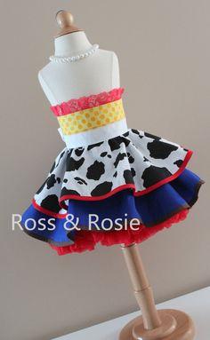 Ross & Rosie {Inspirado en Jessie de Toy Story} Vestir delantal, estilo medio delantal Hecho a la medida  Ross & Rosie Dress up delantales