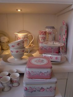 GreenGate in beautiful grey with a touch of red: Shirley, Vilma and Sophie