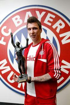 MarioMandzukic9 zum zweiten Mal in Folge zu Kroatiens Fußballer des Jahres gekürt.