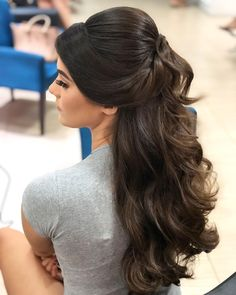 Uma verdadeira princesa ❤️ – Rebel Without Applause Quince Hairstyles, Bride Hairstyles, Easy Hairstyles, Long Hair Wedding Styles, Elegant Wedding Hair, Curly Hair Tips, Curly Hair Styles, Step Cut Hairstyle, Pageant Hair