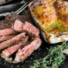 Wenn ein besonderer Anlass vor der Tür steht, koche doch einfach Sous Vide Rinderfilet mit Kartoffelstampf und einer Rotweinreduktion. So einfach kanns sein