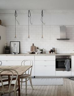 9 Loving Cool Tips: Minimalist Home Modern Inspiration minimalist interior architecture floor plans.Minimalist Home Inspiration Cabinets minimalist decor kitchen white cabinets.Colorful Minimalist Home Layout. Kitchen Furniture, Kitchen Interior, New Kitchen, Interior Livingroom, Kitchen Cupboard, Kitchen White, Cheap Kitchen, Kitchen Storage, Kitchen Ideas