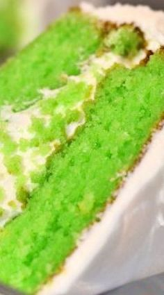 Key Lime Cake with Key Lime Cream Cheese Icing Lime Recipes, Cake Mix Recipes, Pound Cake Recipes, Sweet Recipes, Dessert Recipes, Key Lime Pound Cake, Key Lime Cake, Key Lime Icing, Key Lime Cupcakes