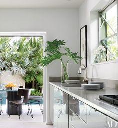Uberlegen Judy Blumeu0027s Tropical Indoor Outdoor Residence In Florida