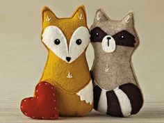 DIY: Waldtiere aus Filz aus der Mollie Makes - DaWanda - People and Products with Love Mollie Makes, Softies, Plushies, Felt Fox, Baby Mobile, Racoon, Felt Patterns, Woodland Creatures, Forest Animals