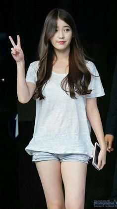 Iu jpop, korean, and kpop image Iu Fashion, Korean Fashion, Korean Beauty, Asian Beauty, Get Skinny Legs, Jennie Blackpink, Girl Body, Beautiful Asian Women, Korean Actresses